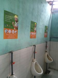 stiker promosi di toilet umum